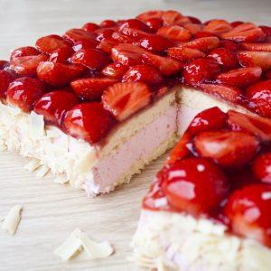 Verse aardbeien taart